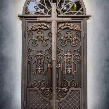 Виготовлення художніх кованих дверей.