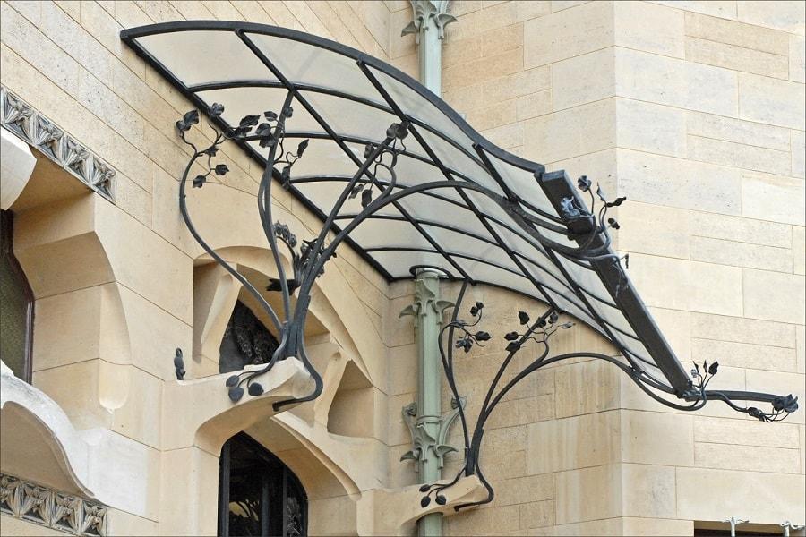 Дашок для будівлі в стилі модерн