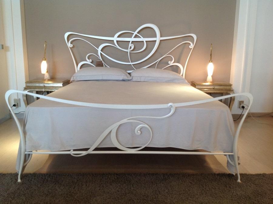 коване ліжко в стилі модерн