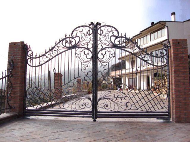 Кованые ворота в стиле «барокко».