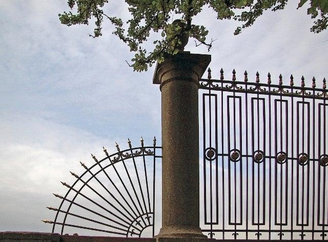 Ограда Летнего сада в Санкт-Петербурге.