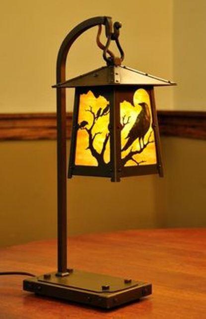 Фото 5. Сучасний настільний світильник з елементами художньої ковки.