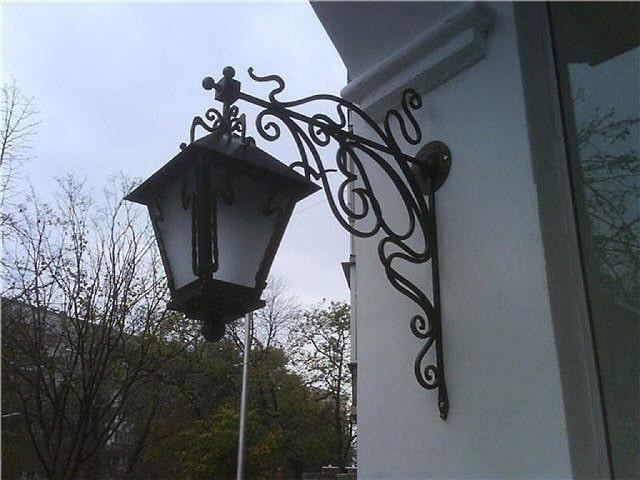 Фото 6. Настінний ліхтар на приватному будинку.